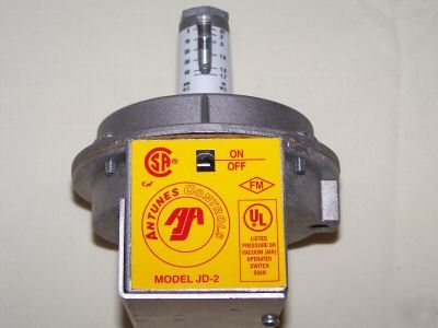 Antunes controls pressure or vacuum air operated switch