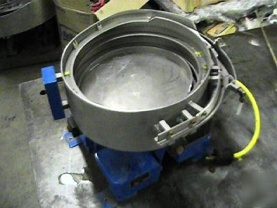 Hendricks vibratory parts feeder bowl automation 10