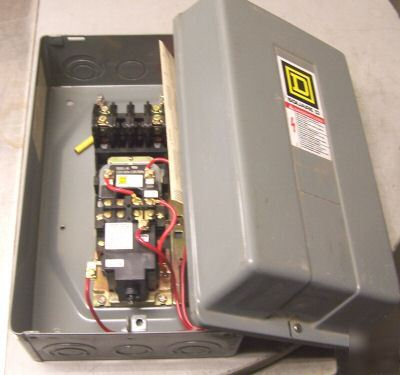 New square d 30 amp lighting contactor w enclosure 8903