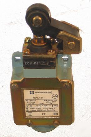 Telemecanique XCKL121 3A/240V limit switch