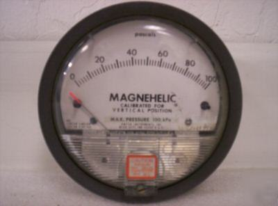 Dwyer magnehelic pressure gauge 0 - 100 pascals