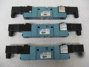 New mac directional valve 821C-pm-111JB-173 lot of 3